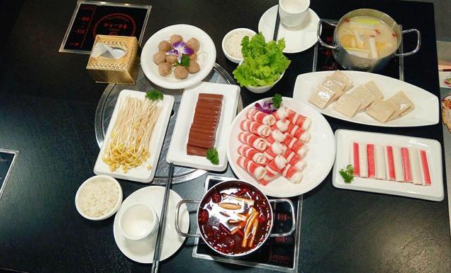 :长沙今日钱柜娱乐官网:【重庆小天鹅火锅】超值双人餐,包间免费,提供免费WiFi