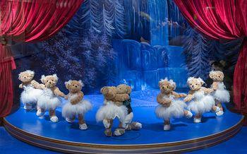 【花城汇/高德置地】MAG环球魔幻世界特惠门票+送泰迪熊1只(女士票)-美团