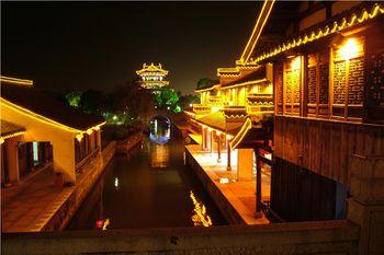 【城南】夜游环城河游船门票(亲子票1大1小)-美团