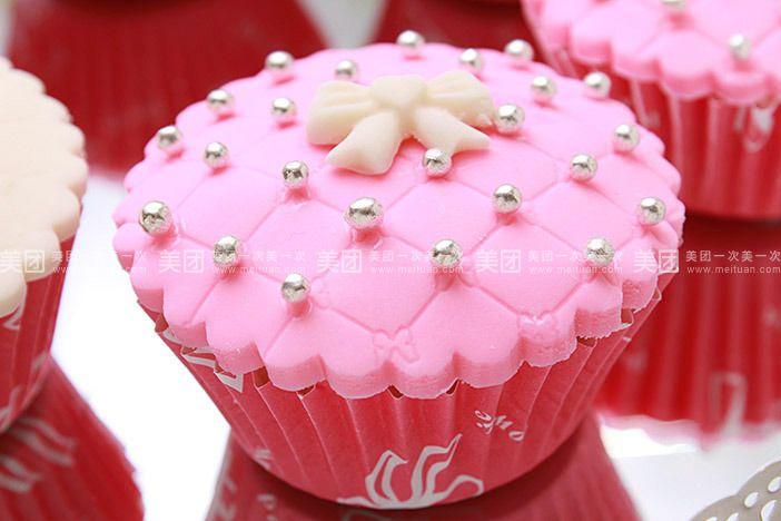 玫瑰花蝴蝶结翻糖纸杯蛋糕2