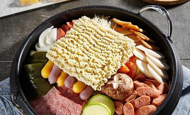:长沙今日团购:【the Frypan韩国炸鸡&啤酒】韩式火锅套餐,建议3-4人使用,提供免费WiFi