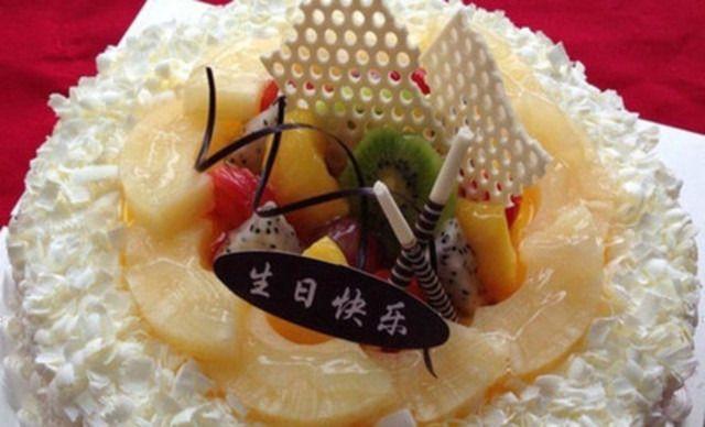 8英寸水果蛋糕1个,约8英寸,圆