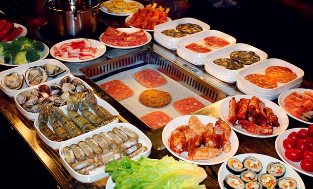 美团网:长沙今日自助餐团购:【蓝鲸自助烤肉海鲜火锅】六人自助餐一次,提供免费WiFi