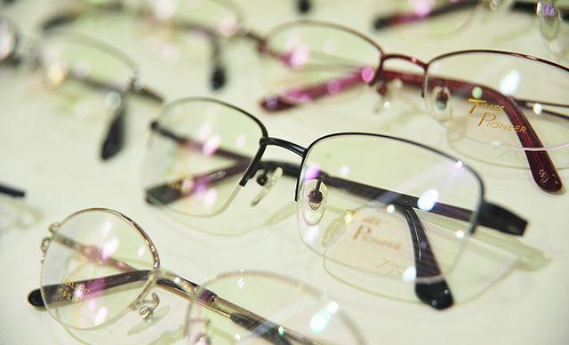 配镜套餐,赠送镜盒+镜布+终身免费验光+免费塑性、调整