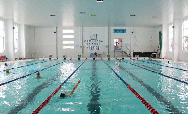 单次门票1次,冬天恒温水水游泳及免费提供桑拿、健身房