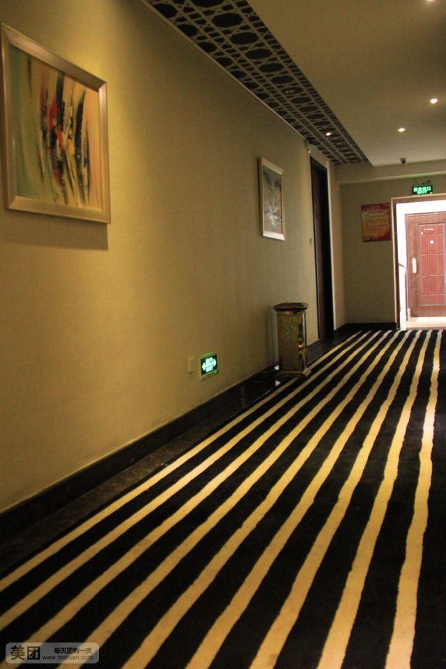 浪漫时空主题宾馆-美团