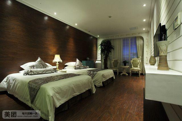 主题大酒店位于景色秀丽的国际花园城市——淳安县千岛湖镇新安东路