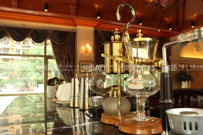 三层带套房vip棋牌室 东骏会所拥有三层带套房vip棋牌室,多间豪华