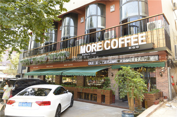 华夫饼  吐司的大型欧式简约复古风格多功能商务咖啡厅.