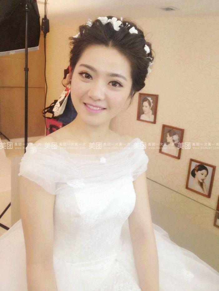 新娘造型按服装搭配,免费提供头饰(欧式图片