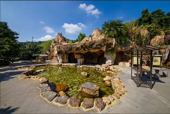 【龙门县】龙门铁泉温泉+冷暖水上欢乐世界家庭票(2大1小)-美团