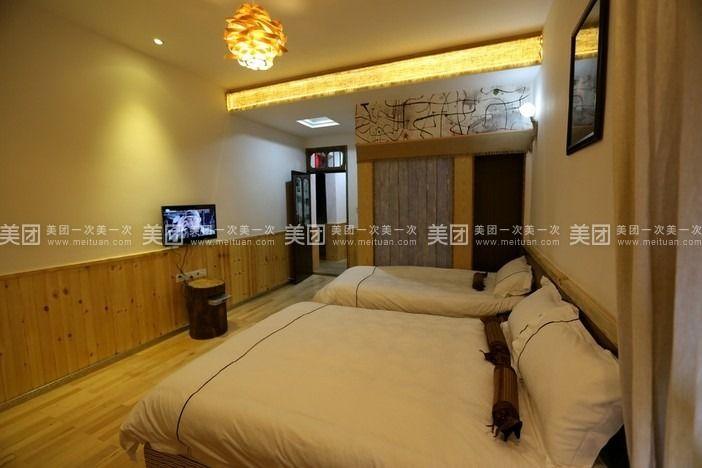 这里的每一个房间都独具风格,家具和装饰品精致且有情调,展现的是一个