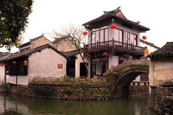 【上海出发】周庄、四季周庄、苏州园林等2日跟团游*赠双游船及大型演出-美团