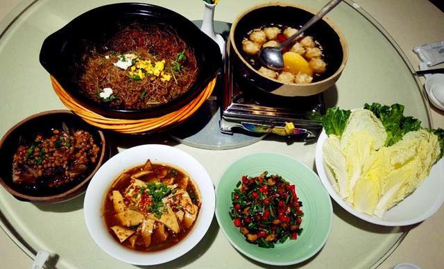 【通程温泉大酒店和香海鲜美食汇】4-6人套餐,提供免费WiFi