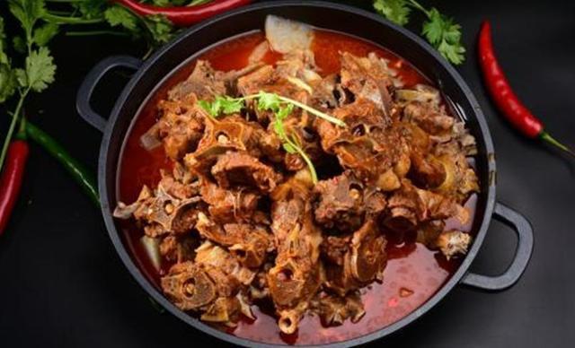 :长沙今日钱柜娱乐官网:【食在我家邻家菜馆】这家羊蝎子不一般,建议2-4人使用