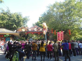 【全国】广州双层观光巴士一日车票(24小时通用)+白云山南门成人票-美团