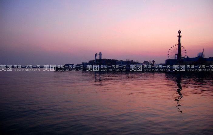 青岛的标志—栈桥(约30分钟)信号山俯瞰青岛碧海蓝天(约1.