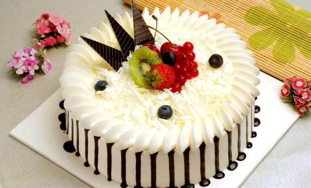 艾米利亚蛋糕八喜冰淇淋蛋糕,仅售158元!价值218元的八喜冰淇淋蛋糕1个,约8英寸,圆形。