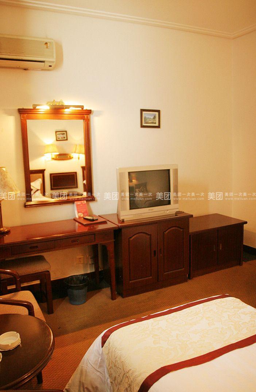背景墙 房间 家居 酒店 设计 卧室 卧室装修 现代 装修 702_1073 竖版