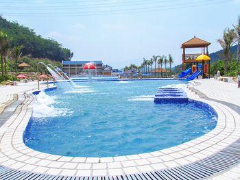【博罗县】平安生态旅游风景区漂流冲浪游泳池(成人票)-美团