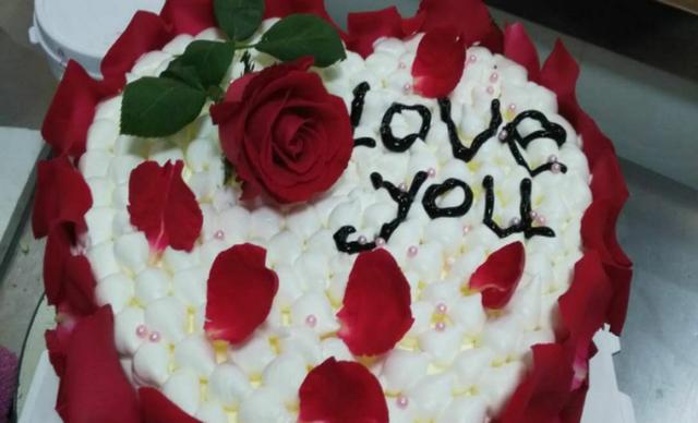 :长沙今日钱柜娱乐官网:【甜之心蛋糕】8寸玫瑰花心形蛋糕1个,约8寸,心形
