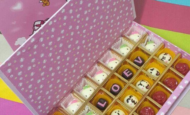 爱尚烘培坊情人节巧克力礼盒,仅售88元!价值128元的情人节巧克力礼盒1份,提供免费WiFi。既能吃到美味的蛋糕,还可以体验亲手自作的快乐,快来享受一下DIY的快乐吧!