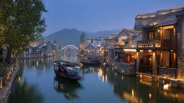 【北京出发】古北水镇、石林峡纯玩2日跟团游*绚丽小镇登玻璃观景台-美团