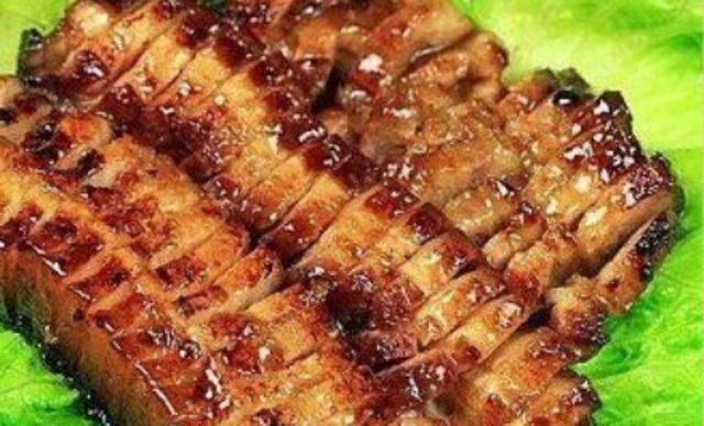 怎样画烤五花肉以及烤五花肉的蘸料呢?