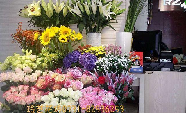 :长沙今日团购:【芙蓉区】玲艺花坊 仅售199元!价值399元的情人节花礼1束,提供免费WiFi。