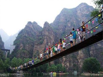 【全国】孤山寨风景区门票(含铁索桥+竹筏)+十渡誓言玻璃栈道门票(成人票)-美团