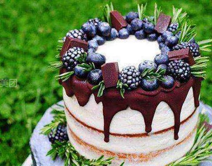 巧克力淋酱裸动物奶油蛋糕