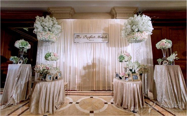 主题迎宾喷绘设计1个 婚礼主题迎宾水牌1个 宴会厅: 欧式舞台背景装饰