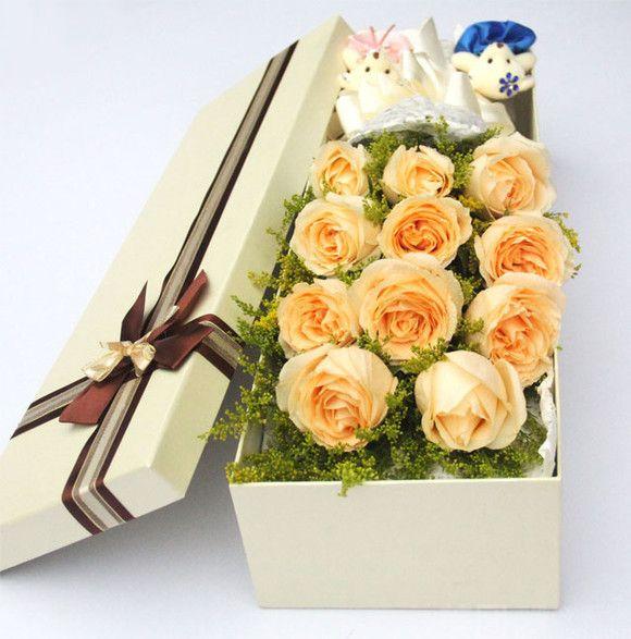 【亮点时尚鲜花店】11朵香槟玫瑰礼盒花束赠2个熊图片