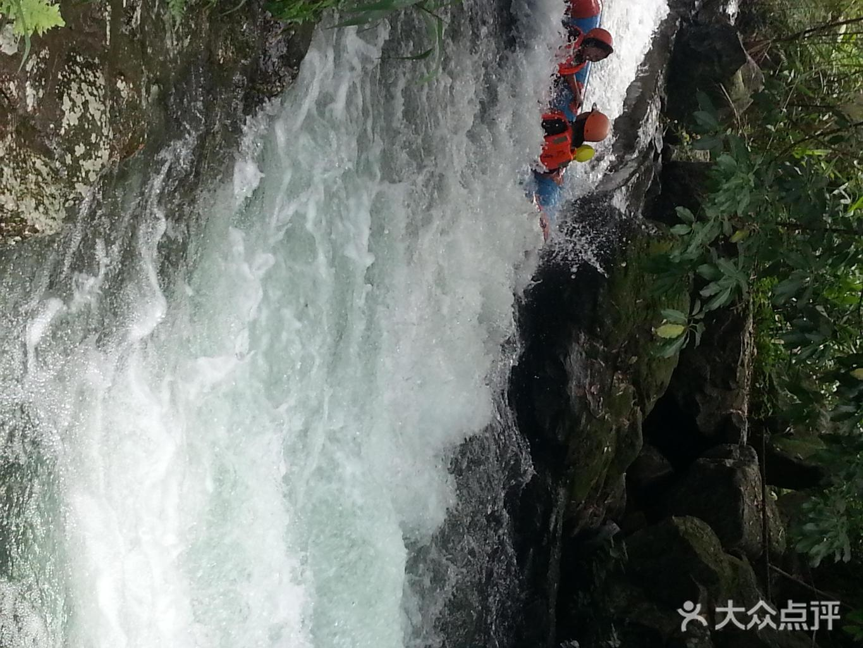 清远笔架山旅游风景区位于清远市清新县笔架山林场境内,亦称