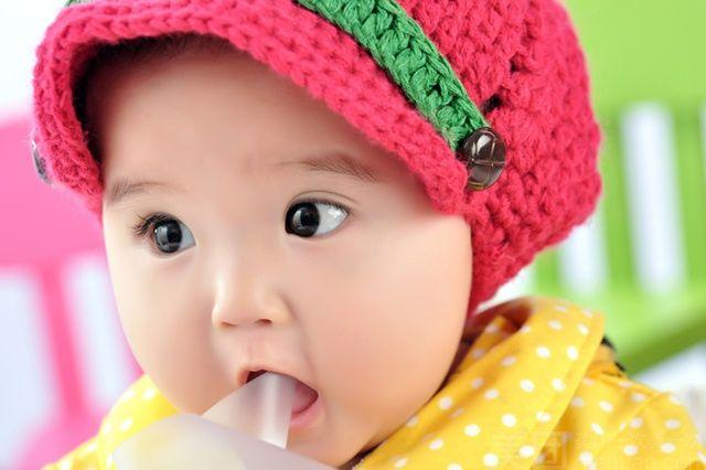 韩系三岁宝宝头像 戴帽子