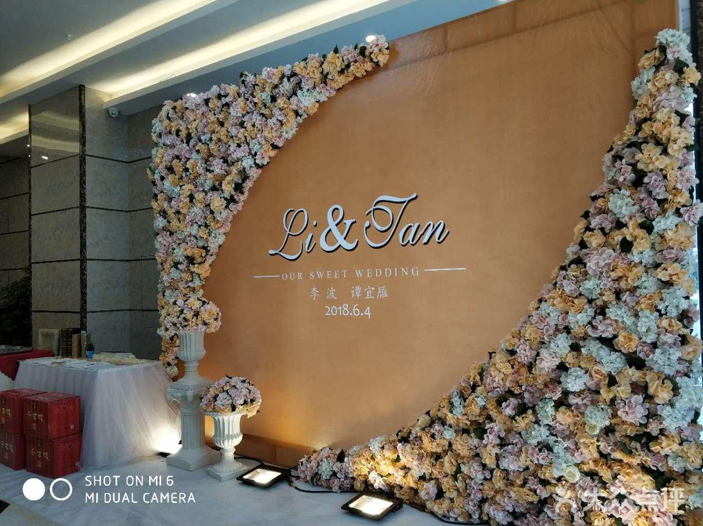 艺术花艺花墙, 3.新人名字logo设计 4.罗马柱花器2个及圆球形花艺