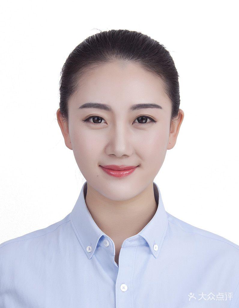 (建议自带服装) - 化妆服务   提供证件照专业立体妆面1次   清新发型