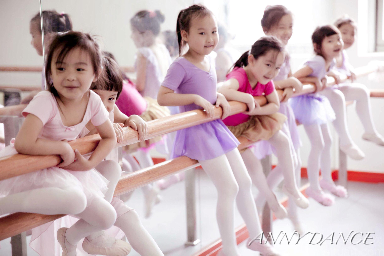 关于舞蹈社的海报制作图片背景