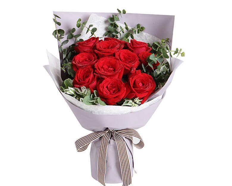 :长沙今日团购:【祥诚花艺】11支红玫瑰+配花