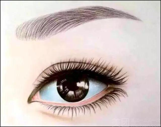 线条眉也叫根状眉,主要特征是模仿真眉毛的形态,一根一根遵循毛发生长