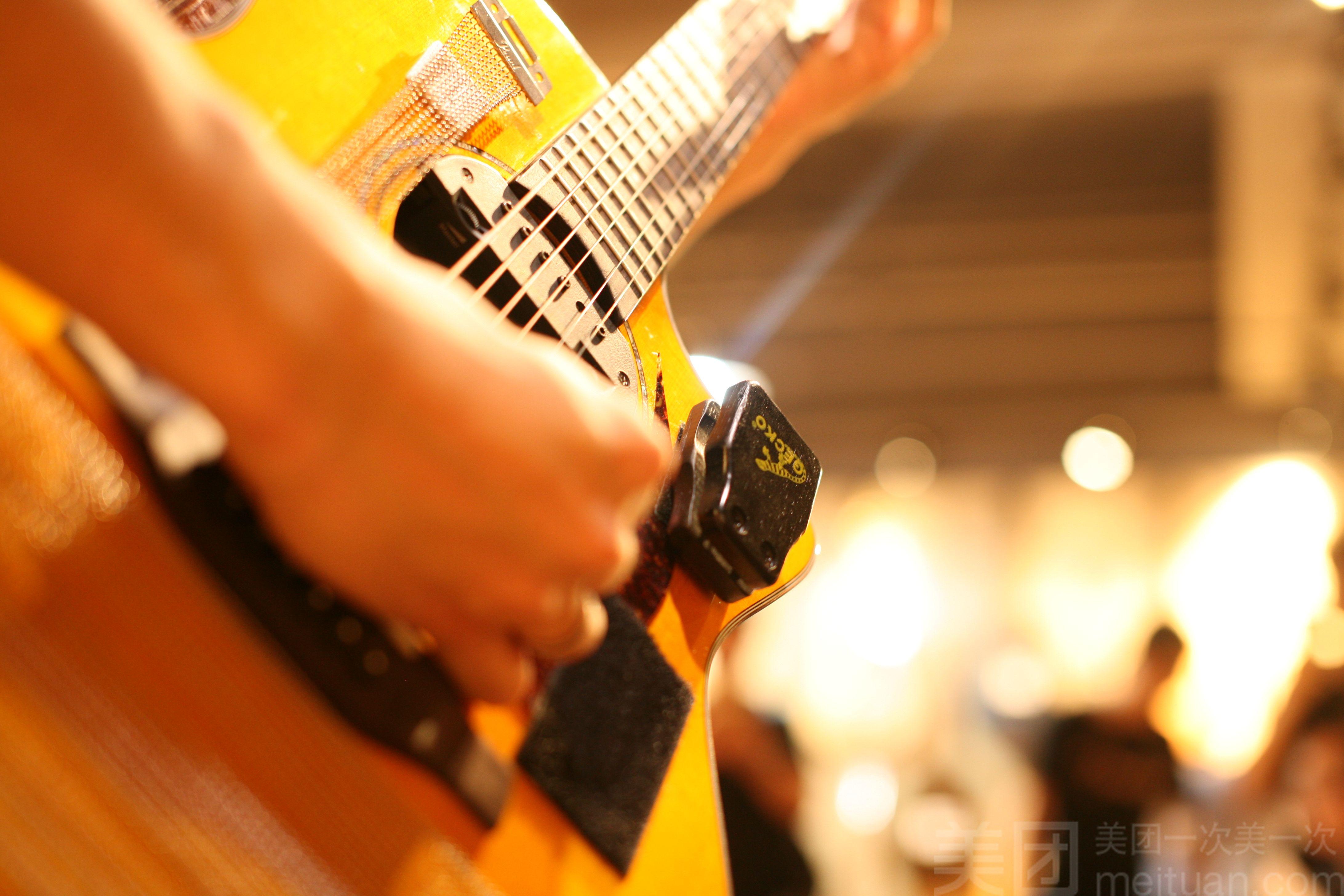 :长沙今日团购:【风影乐器】吉他 尤克里里一个月不限时课程套餐