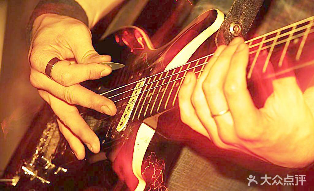 2 吉他指弹 1-10节课后大部分可以达到的程度:乐曲小星星 绿袖子 小
