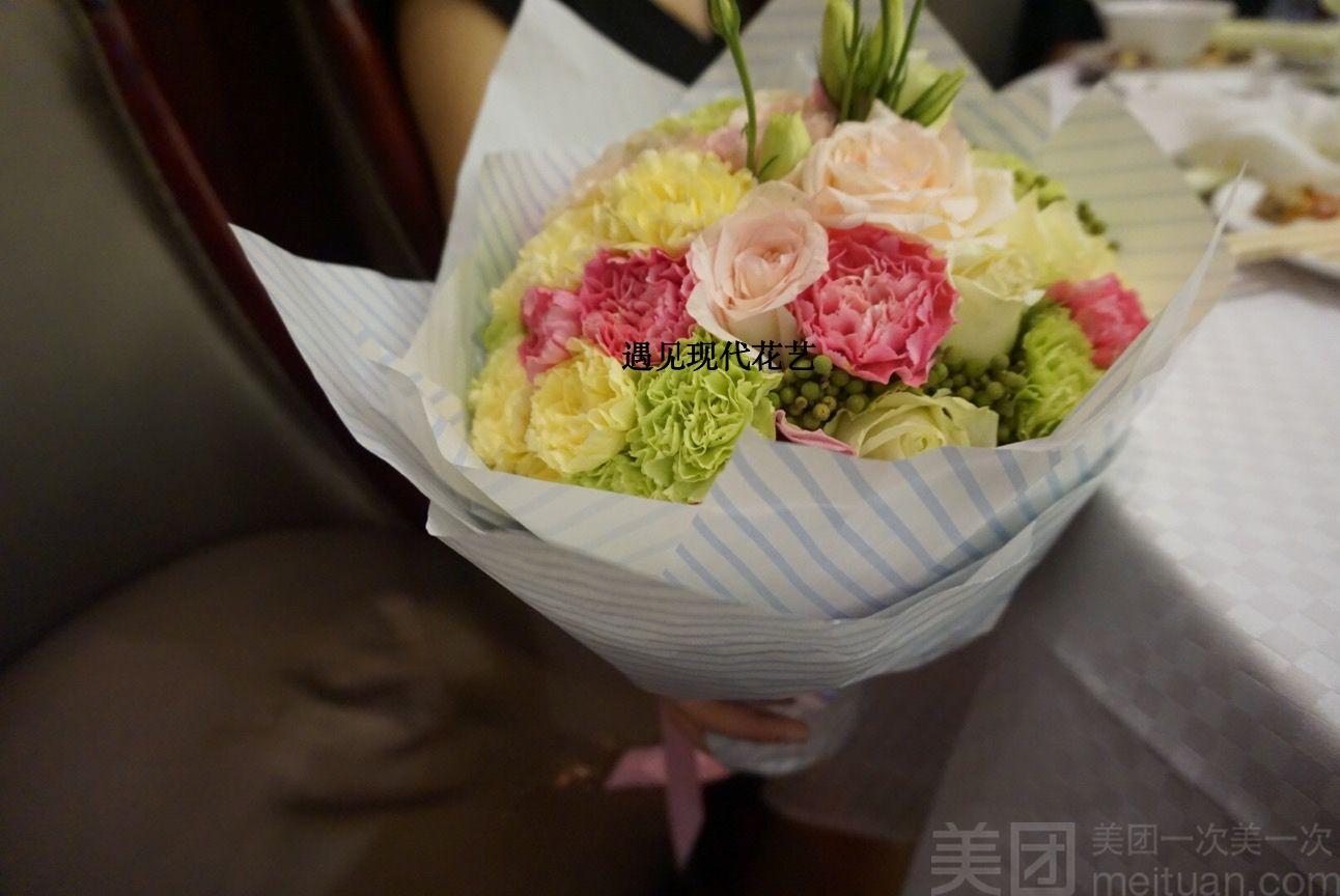 经典韩式花束康乃馨搭配淡粉色玫瑰