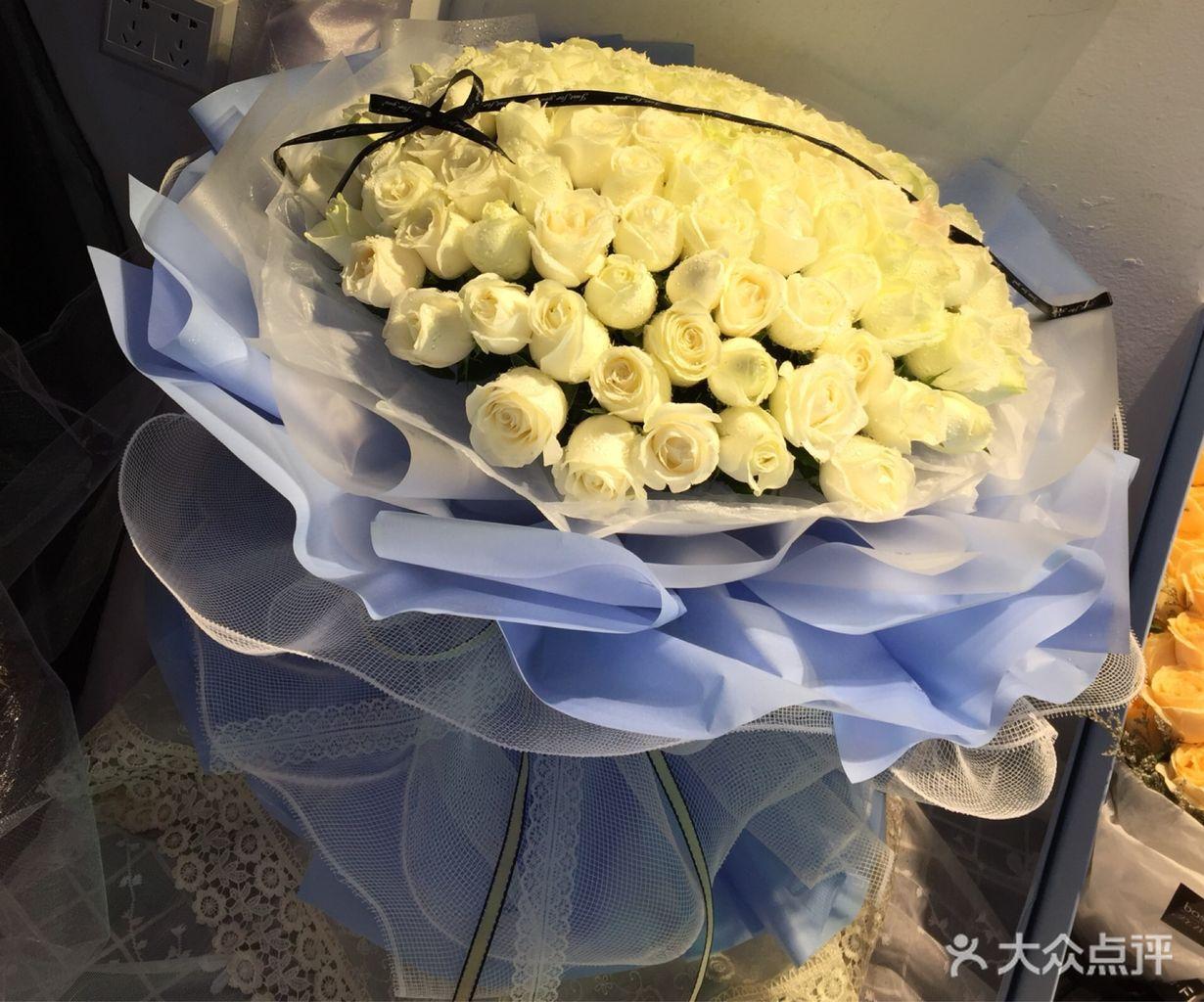 99朵白玫瑰韩式花束
