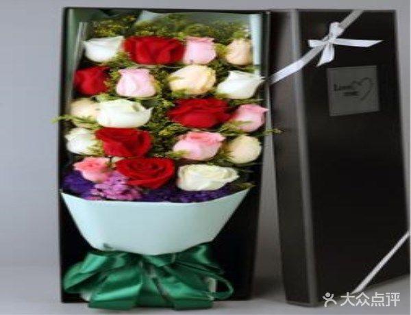19朵【香槟加粉玫瑰加红玫瑰加白玫瑰】长方形礼盒,温馨说明:鲜花是