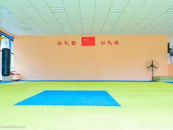 硬汉健身俱乐部