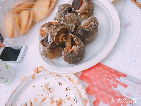 种类多的呀,看,大连的海鲜,大海螺,吃完以后还可以听到海的声音,神奇