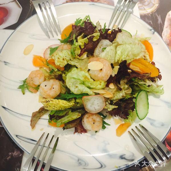 水果沙拉:全水果,摆盘半个火龙果很有趣,物尽其用.图片