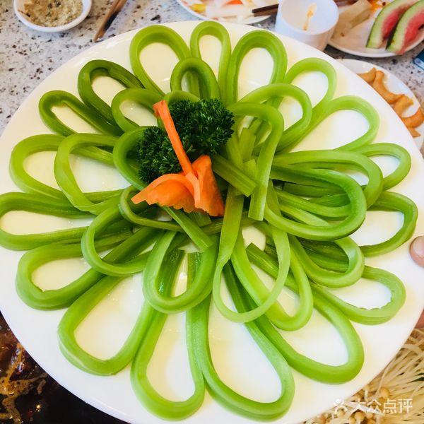 四川贡菜的摆盘是最好看的,而且菜的粗细很均匀应该是有认真的做处理