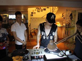 Simon Music DJ 培训工作室